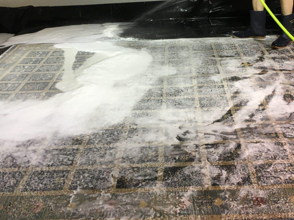 wool-rug-rinsing
